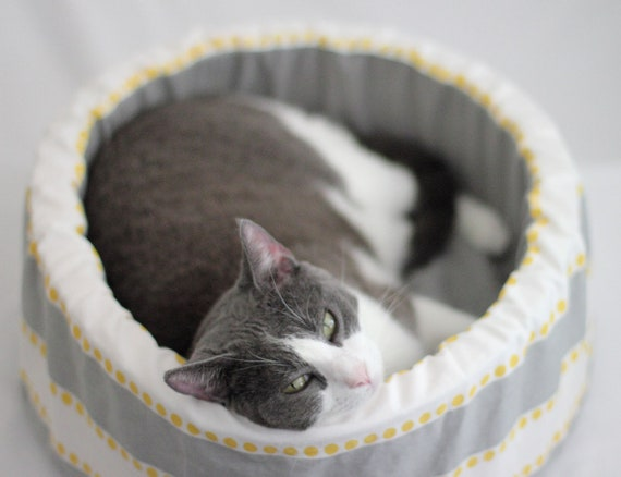 "14"" Self Warming Modern Cat Bed in Grey/Yellow/White Stripe"