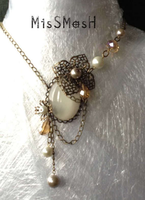 Lady Florience cream Gothic Necklace