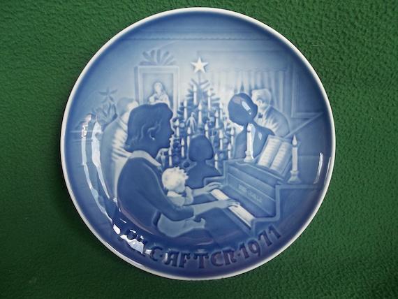 B&G, Bing and Grondahl, Christmas plate made in Denmark 1971 Copenhagen Porcelain
