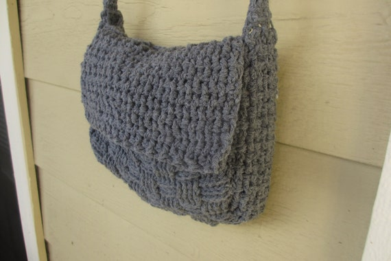 Small Bag Crochet Pattern : Small Crochet Messenger Bag Pattern by LixaesDesigns on Etsy