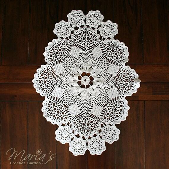 lacy crocheted table runner vintage inspired decor vintage. Black Bedroom Furniture Sets. Home Design Ideas