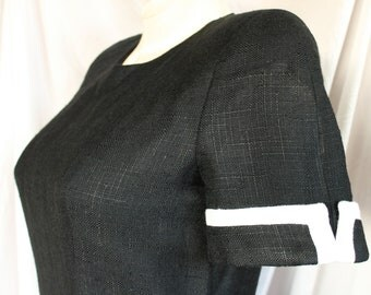 Vintage 90's CAROLINA HERRERA Black w/ White trim pleated skirt short sleeve Size 10 Cotton/Polyester blend