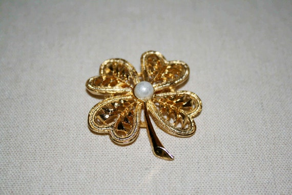 Vintage Lucky Four Leaf Clover and Faux Pearl Brooch