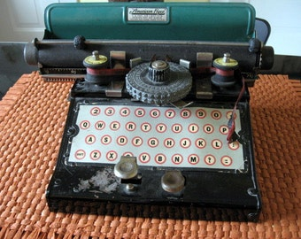 SALE 1930s American Flyer Toy Typewriter
