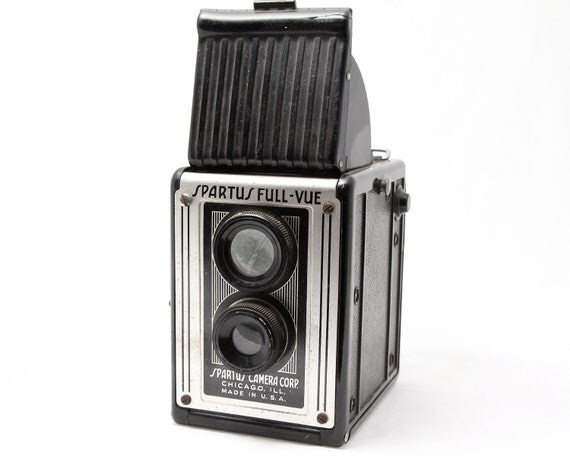 Vintage TLR Camera SPARTUS Full Vue - Black Bakelite Body