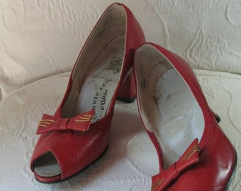 40s Red Peep Toe Heels with Bow............ sz 5 1/2 M