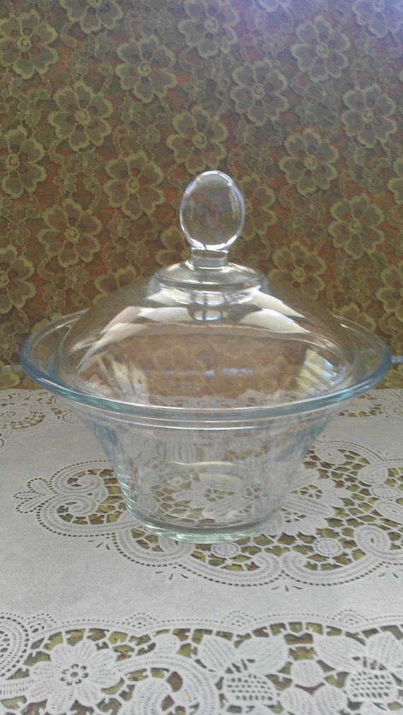 Vtg clear glass bowl with lid
