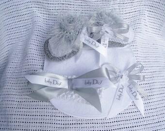 designer ribbon stretch headand bootiesand bib set
