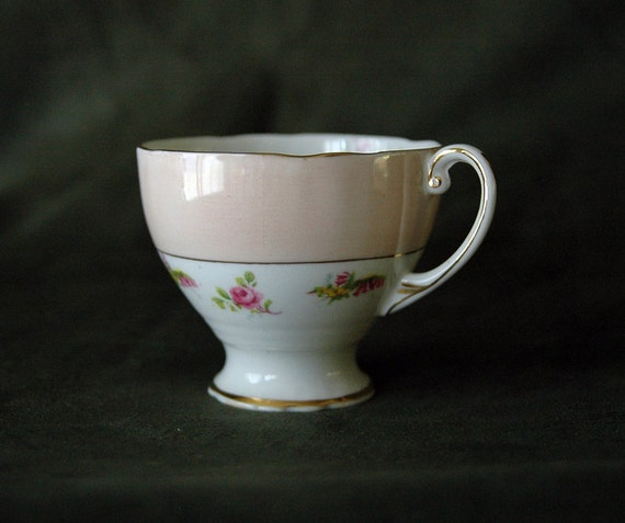 ROYAL STANDARD Delicate Pink Rose Gold Trim Scalloped Edge Footed Teacup