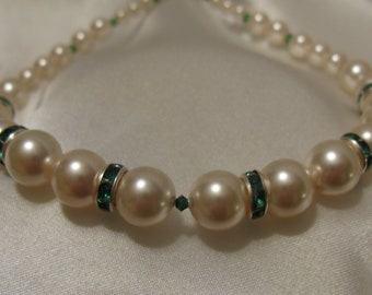 Emerald and Pearl- Wrist Loop -Train Bracelet