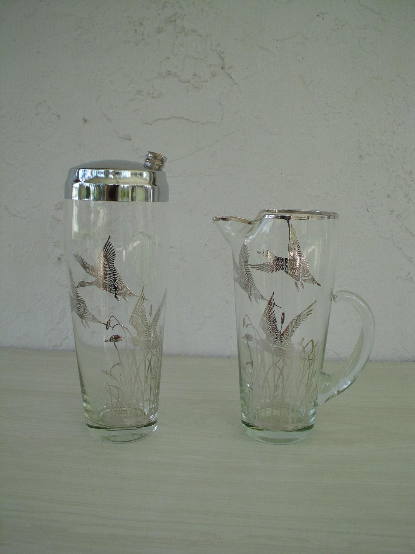 mid century modern glass cocktail shaker matching serving. Black Bedroom Furniture Sets. Home Design Ideas
