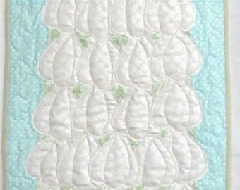 Christmas Tablerunner Pattern: Sea-sonal Topiary