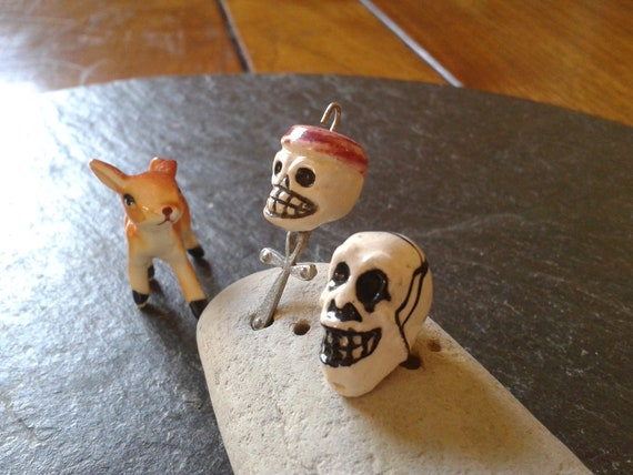 RESERVED for LESLIE  vintage skulls beads:  hand made cranium beads for your scary Halloween with one FREE spider skull ring