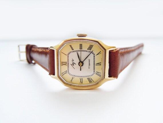 Soviet Vintage Ladies Mechanical Wristwatch LUCH. 17 jewels