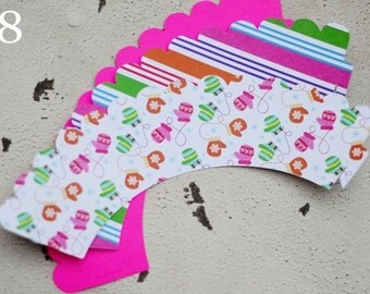 Christmas Holiday Cupcake Wrappers  Set of 12 Mitten- SALE!