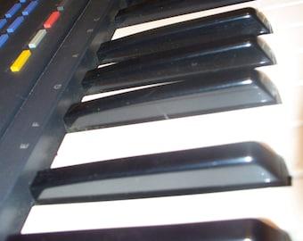 Yamaha psr-6 Portatone Keyboard / Synthesizer with Several Sheet Music Books