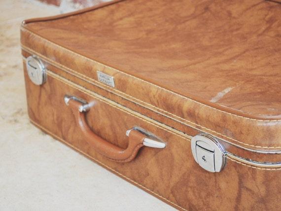 Vintage Luggage // 1940's-1950's Amelia Earhart Suitcase // Caramel Brown