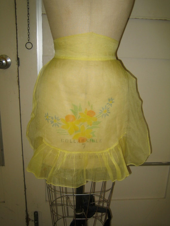 1940's/1950's Vintage Yellow Apron with Daffodils