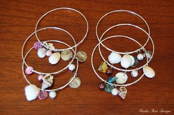 ONE Sea shell Bangle Bracelets, beach charm bracelets, Ocean theme, Hawaiian sea shell bangle bracelets, bangle bracelets.