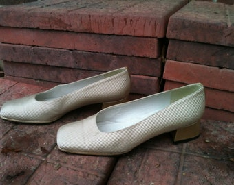 Vintage Gold Pumps,Shoes with Gold Heels Womens Size 7 B