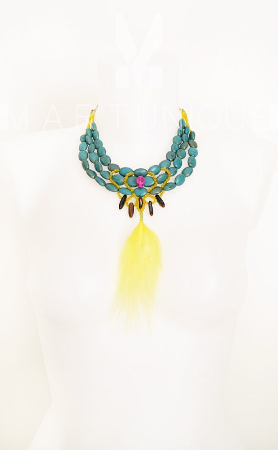 TRIBAL FEATHER statement necklace.