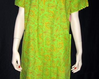 Vintage Day Dress Paisley Ric Rac Lounger Short Sleeve 1960s Green