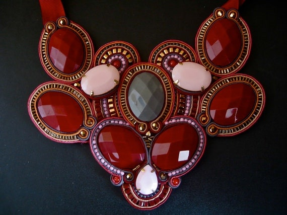 VERY MULBERRY soutache statement necklace in burgundy, pink, gray and bronze