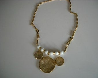 vintage white and goldtone necklace...31