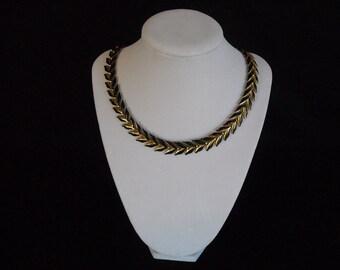 vintage black and goldtone necklace./choker...no43