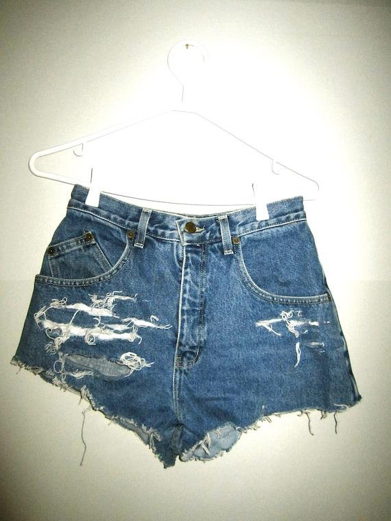Vintage high waisted shredded shorts