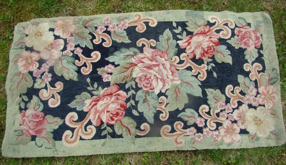 """Beautiful Antique Finely HAND HOOKED RUG 28"""" x 54"""" Roses with Greens"""