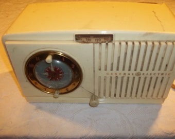Vintage General Electric Clock Radio Model 518F