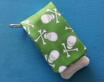 DCL - Disney Cruise - Green Skull and Crossbones Wavekeeper™ - Wave Phone Holder
