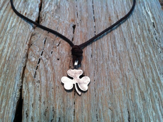 Niall Horan's One Direction Lucky Irish Three-Leaf Clover Shamrock Necklace FIRST CLASS SHIPPING