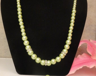 Light green pearl necklace
