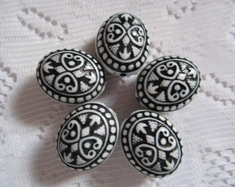 5  Black & White Acrylic Etched Oval Ornate Beads  25mm x 20mm