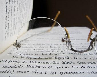 Vintage elegant eyeglasses in light metal and motherpearl, Art Nouveau, 1910's, magnifying lenses.