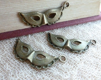 SALE 6x Carnival Mask Charms, Antique Brass Pendants C208
