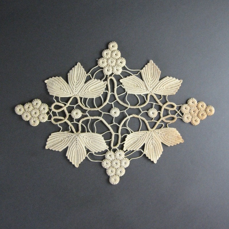 beautiful antique crochet lace ivory grapes leaves. Black Bedroom Furniture Sets. Home Design Ideas