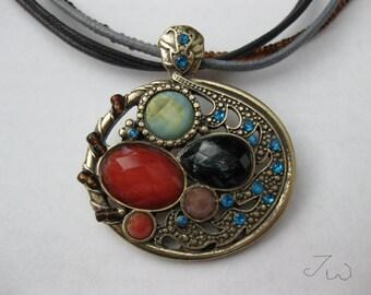 Round Shape Vintage Bronze Pendant Necklace - 993