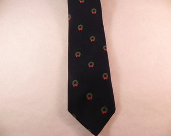 Vintage Christmas  Necktie With Christmas Wreaths on Navy