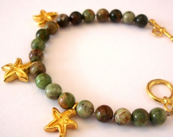 summer fashion beach party greek islands Gold starfish bracelet with green agate stones