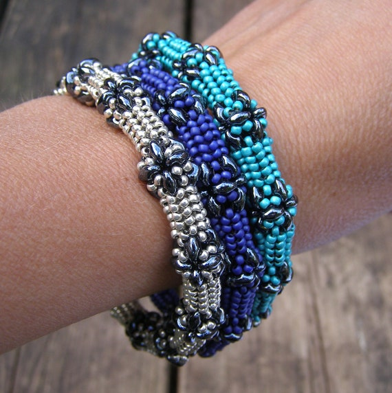 English pattern for the Superduo Bangle, a bangle made with superduo beads and seedbeads