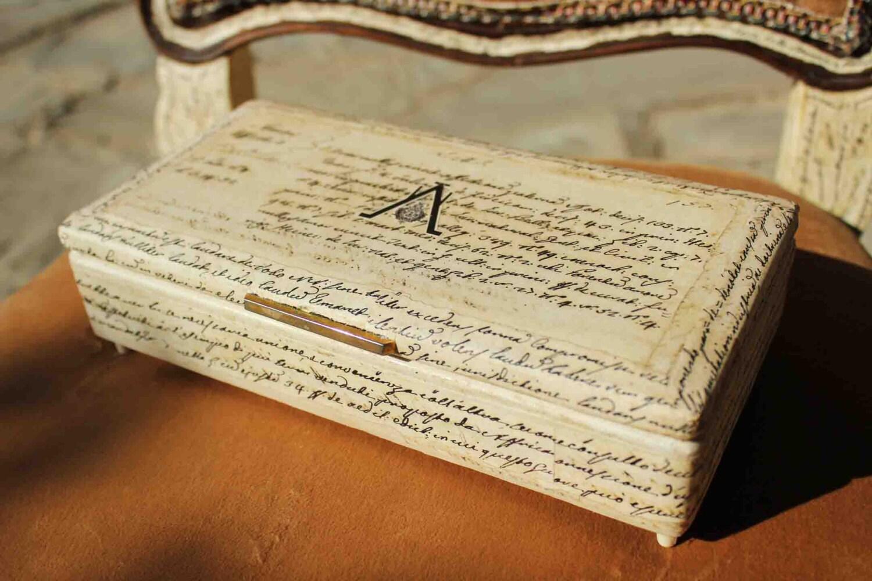 IN SCONTO Portagioie Carillon in legno e velluto rosso