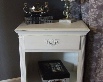 Shabby  Distressed // Waxed  Side Table // Night Stand