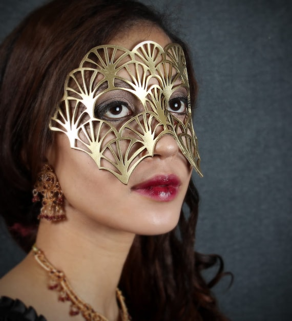 SALE! Fan leather mask in gold - Queen Esther