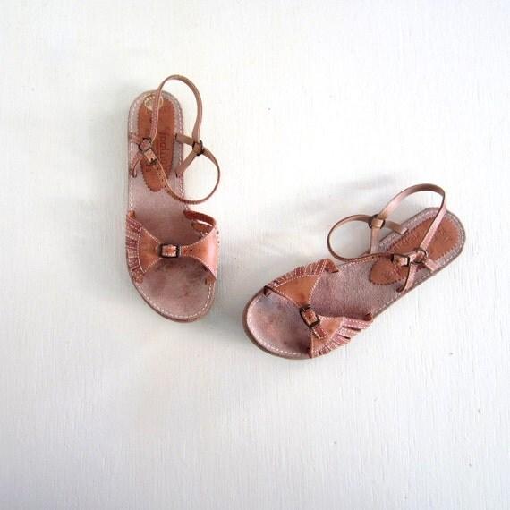 Vintage Leather Sandals / Flat Sandals / 1970s Sandals / Honey Brown Leather / 6.5