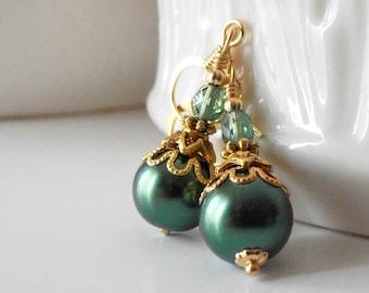 Emerald Green Pearl Earrings - Beaded Jewelry - Holiday Jewelry - Emerald Wedding