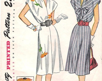 Simplicity 1924 - 1940s Dress with Applique Sewing Pattern Size 14 Bust 32