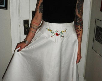 ON SALE Vintage 1970s Latin American Inspired White Embroidered Hippie Chic Skirt S/M